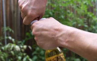 Как открыть бутылку пива без открывашки